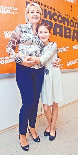 Мама поддерживает Софию во всех ее начинаниях. Фото: Максим ЛЮКОВ.