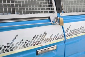 На корпусе машины указаны страны, где туристам удалось побывать. Фото: port.odessa.ua