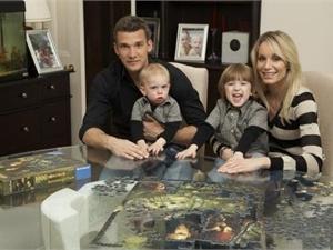 Джордан Андреевич с братом и родителями. Фото с сайта skyrock.com
