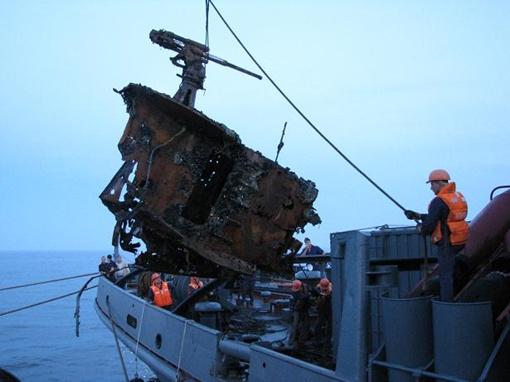 Зенитку на борт корабля поднимали при помощи лебедки. Фото: Предоставлено Сергеем ВОРОНОВЫМ