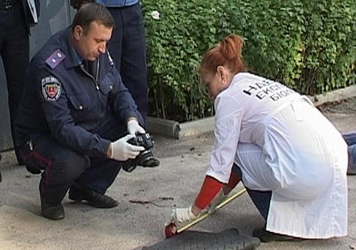 Эксперты обследуют место преступления. Фото: пресс-служба Одесской городской милиции.
