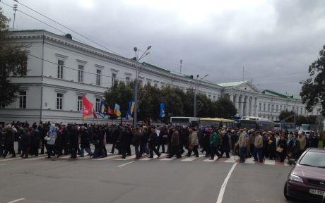 Митинг движется к горсовету. Фото: пресс-служба партии УДАР