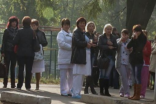 Персонал ожидал на улице. Фото: УГСЧС в Одесской области