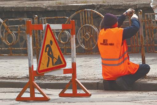 Проезжая часть оставляет желать лучшего во всех городах страны, включая столицу. Фото: Максим ЛЮКОВ.