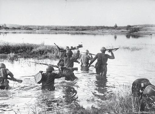 После штурма Молочную можно было перейти вброд, дно реки усеяно телами погибших.