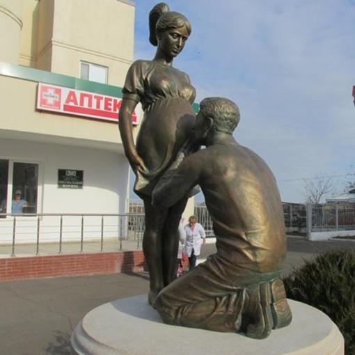 Под Одессой открыли памятник беременной женщине фото 1