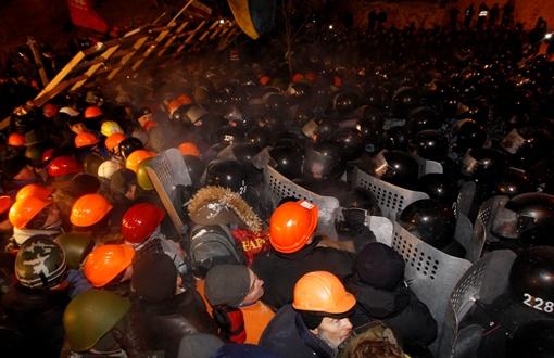 Столкновения в Киеве. Фото REUTERS