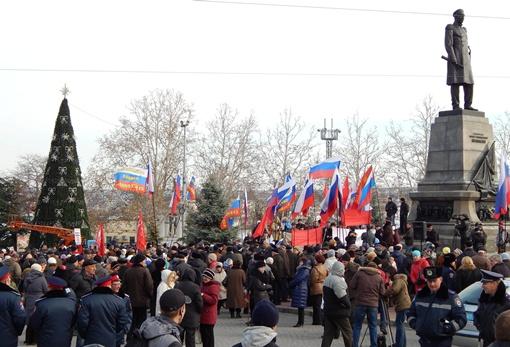 Митинг за вступление в Таможенный Союз проходил на площади Нахимова. Фото: Дмитрий МЕТЕЛКИН.