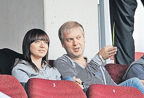 Светлаков за прошлый год успел развестись, жениться на Антонине (на фото) и второй раз стать отцом. PhotoXPress.ru.