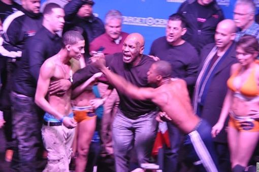 Что именно говорил Тайсон боксерам - не известно: Фото: NEPHP