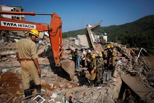 Тела 19-ти людей уже нашли. Фото: Reuters.
