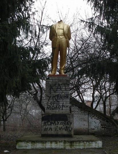 Винницкий Ленин потерял голову. Фото: Укринформ