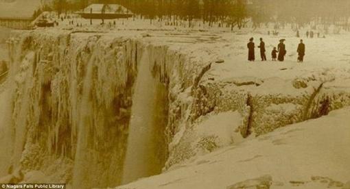 В последний раз Ниагарский водопад замерзал более ста лет назад. Фото: Рейтер