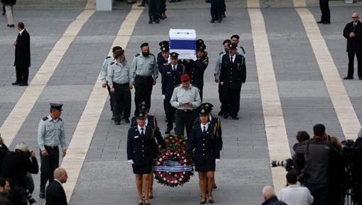 Гроб доставили в парламент Израиля. Фото: Рейтерс