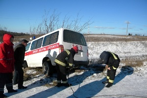 Автомобиль доставали спасатели. Фото: пресс-служба ГСЧС Украины