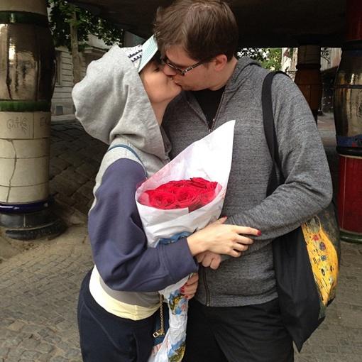 Гарик забрал Кристину и дочку из роддома 13 января. Фото: Instagram