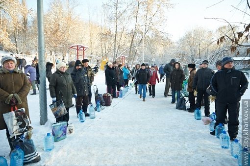Многие харьковчане заняли места задолго до начала службы. Фото: пресс-служба Харьковского госовета
