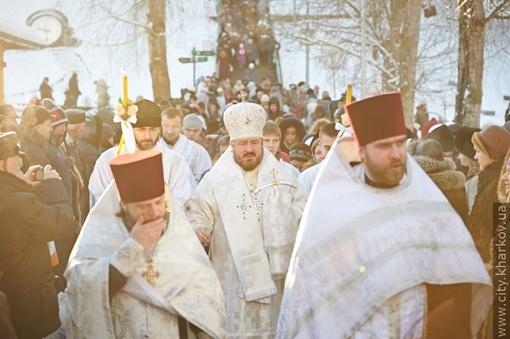 Церемонию водоосвящения провел архиепископ Онуфрий. Фото: пресс-служба Харьковского госовета