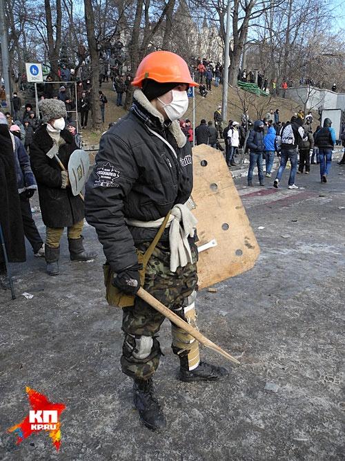 За месяц настроение парней, сидящих на баррикадах, сильно изменилось. Фото: Алексей Овчинников