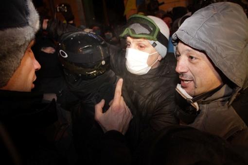 Кличко рассказал людям на Грушевского о результатах переговоров. Фото Олега ТЕРЕЩЕНКО