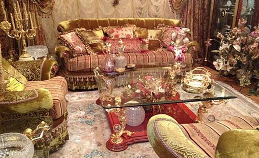 Золотом, так или иначе, покрыты почти все вещи в квартире. Фото: соцсети