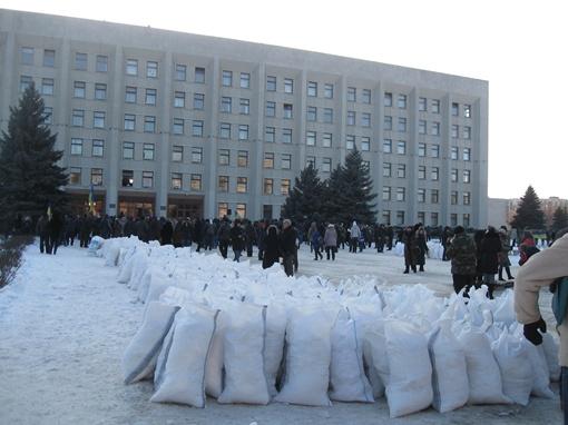 На Полтавщине строят новые баррикады. фото Олеси Кучеренк