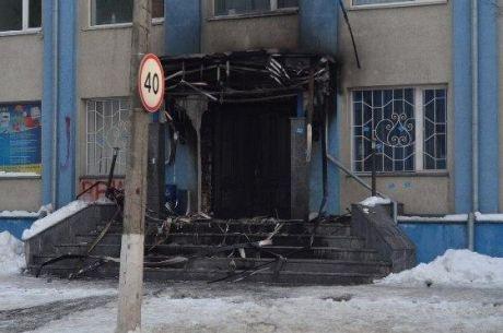 Выгорела дверь офиса. Фото: ЧаРівне