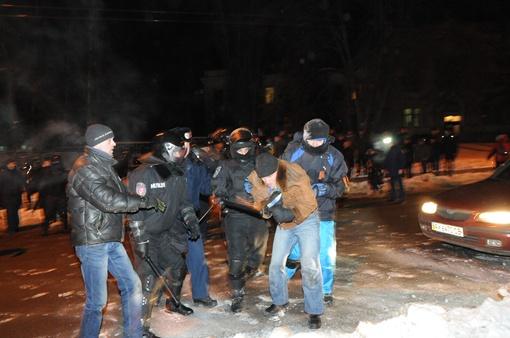 Активисты шли маршем от памятник Солдату к монументу Тарасу Шевченко. Фото: Сергей Петров