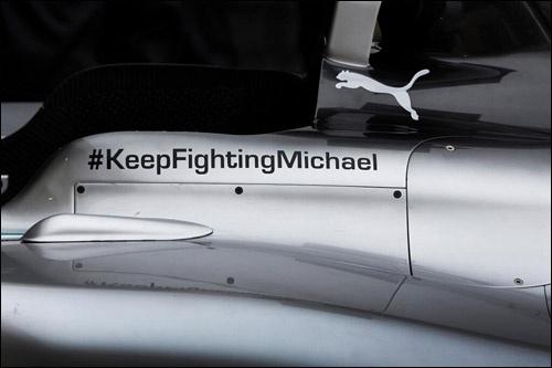 Подпись на болидах Мерседес в поддержку Михаэля. Фото: f1news