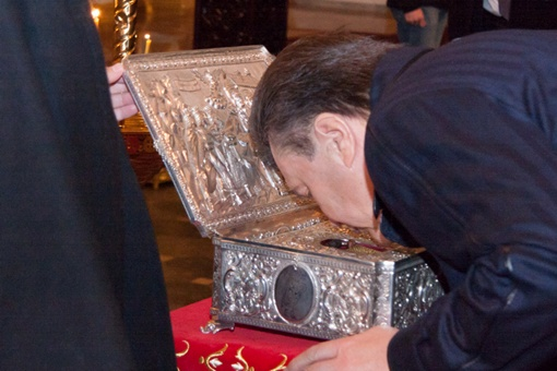 Янукович поклонился Дарам Волхвов. Фото: пресс-служба УПЦ