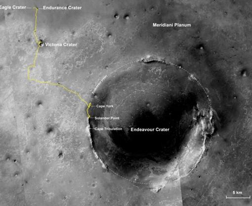Марсоход проехал более 38 километров, нашел глину, но прославился снимком