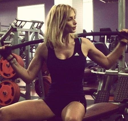 Девушка усиленно тренируется. Фото: соцсети