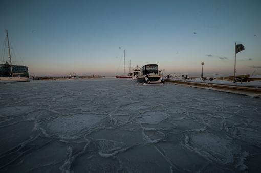 Капитан порта распорядился начать ледовую кампанию. Фото: Максим Войтенко