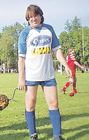 Если бы Юрий Лоза не стал музыкантом, то добился бы успехов в футболе - он занимается им с 12 лет и до сих пор не бросил. Фото: семейный архив Юрия Лозы