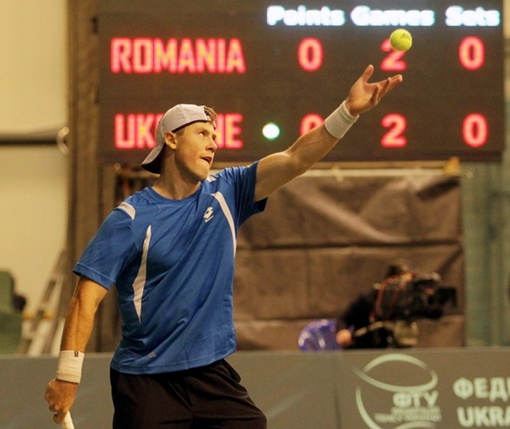 Илья Марченко на подаче. Фото: Павел ДАЦКОВСКИЙ