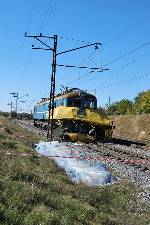 Столкновение электровоза с пассажирской маршруткой в октябре 2010 года назвали самым масштабным ДТП в истории независимой Украины. Фото: архив