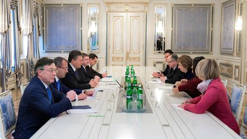 Встреча проходила в администрации президента. Фото: Андрей Моисеенко