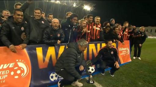Объединенный Суперкубок 2014 в руках тренера и капитана