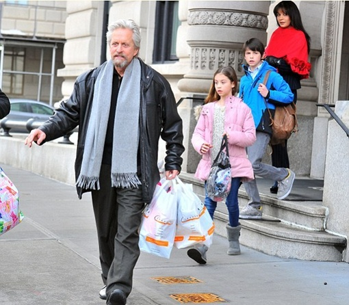 В минувшие выходные актеров застали возле их квартиры на Манхэттене. Фото: Splash News