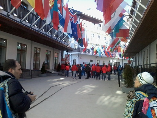 Флаги на улицах Олимпийской деревни. Где-то там среди них и наш. Фото: автор.