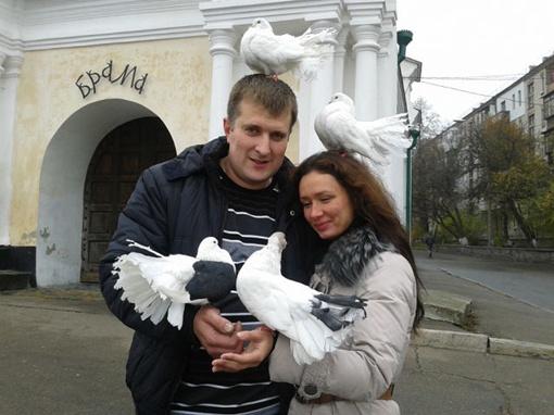 Учительница математики и физики 25-летняя Юлия Брижик с мужем. Девушка погибла моментально. Фото: соцсети