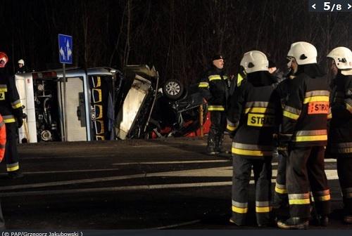 Дорога была перекрыта, транспортный поток направлен в объезд. Фото: www.polskatimes.pl