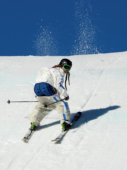 Шведский фристайлер Хенрик Харлаут потерял штаны во время спуска на олимпиаде в Сочи. Фото Рейтер