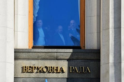Депутаты наблюдают за происходящим. Фото: Оскар Янсонс