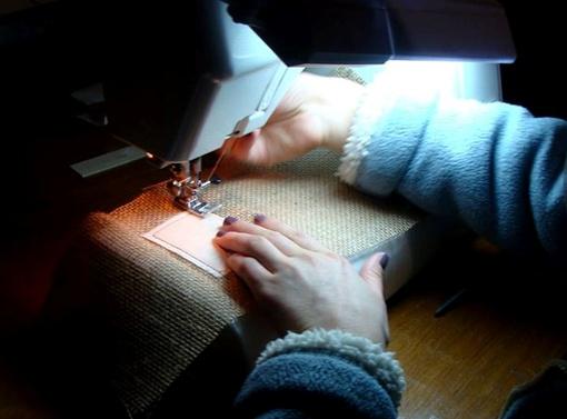 На последнем из таких мешочков, швейная машинка заглохла. Фото: соцсети