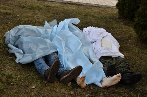 Погибшие в столкновениях. Фото: Оскар Янсонс