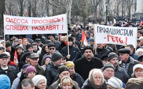 Люди выступают против Майдана. Фото: Максим Войтенко