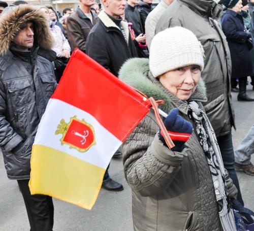 Люди пришли с флагами Одессы. Фото: Максим Войтенко