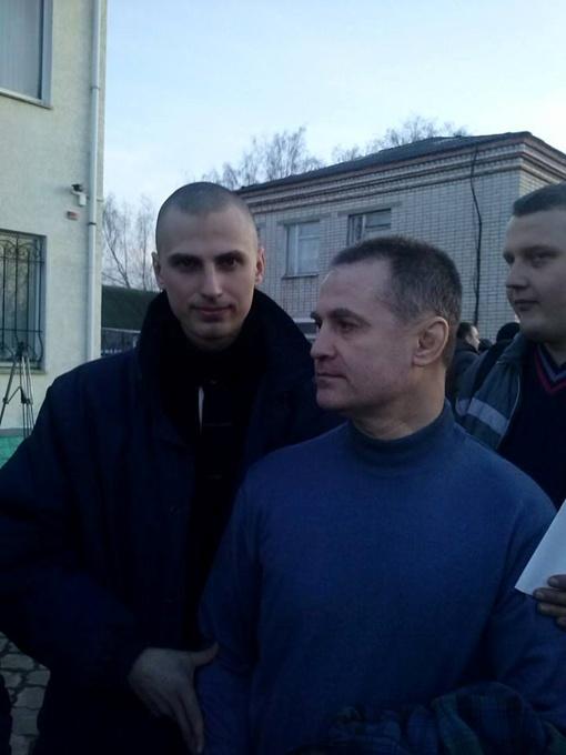 Сын и отец вышли на свободу благодаря решению Верховной Рады. Фото - Валерия Чепурко