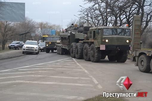 Четыре тягача с танками вынуждены были развернуться и отступить. фото Преступности.нет